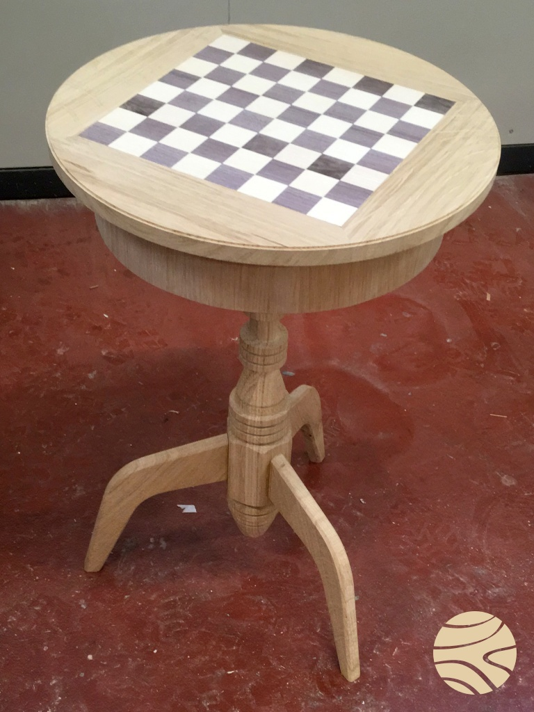 schaaktafel massief eiken met notelaar en essen fineer